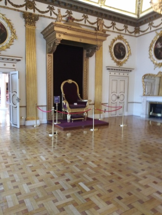 The throne room photo courtesy of Hugo Morel